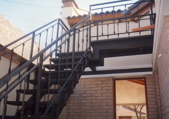 Obra de arte trampol n artistas y arte artistas de la tierra for Escaleras de hierro para exterior