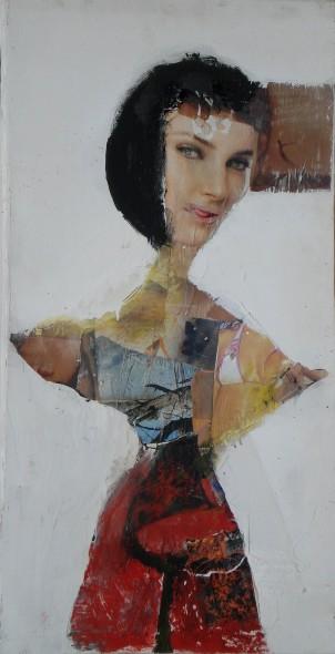 la mujer que mira desde el otro lado de la tela