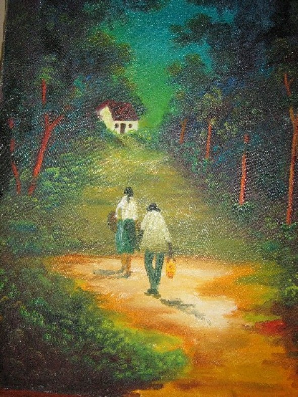 Esposos caminando por el bosque
