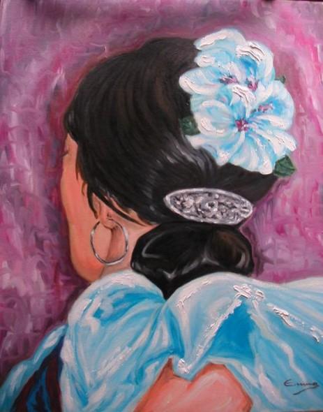 Gitana con hibiscos azules