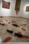 Obras de arte: America : México : Mexico_Distrito-Federal : Mexico_D_F : ...Y ya en la madrugada la plaza quedó llena de zapatos...