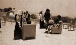 Obras de arte: Europa : España : Castilla_y_León_León : Folgoso_de_la_Ribera : 18- SE ESTABLECE INTIMIDAD EN LA FIESTA