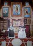 Obras de arte: America : México : Chihuahua : ciudad_chihuahua : Sor Laica y Fray Polito en la Biblioteca Guadalupana del Convento de las Carmelitas con Tenis.